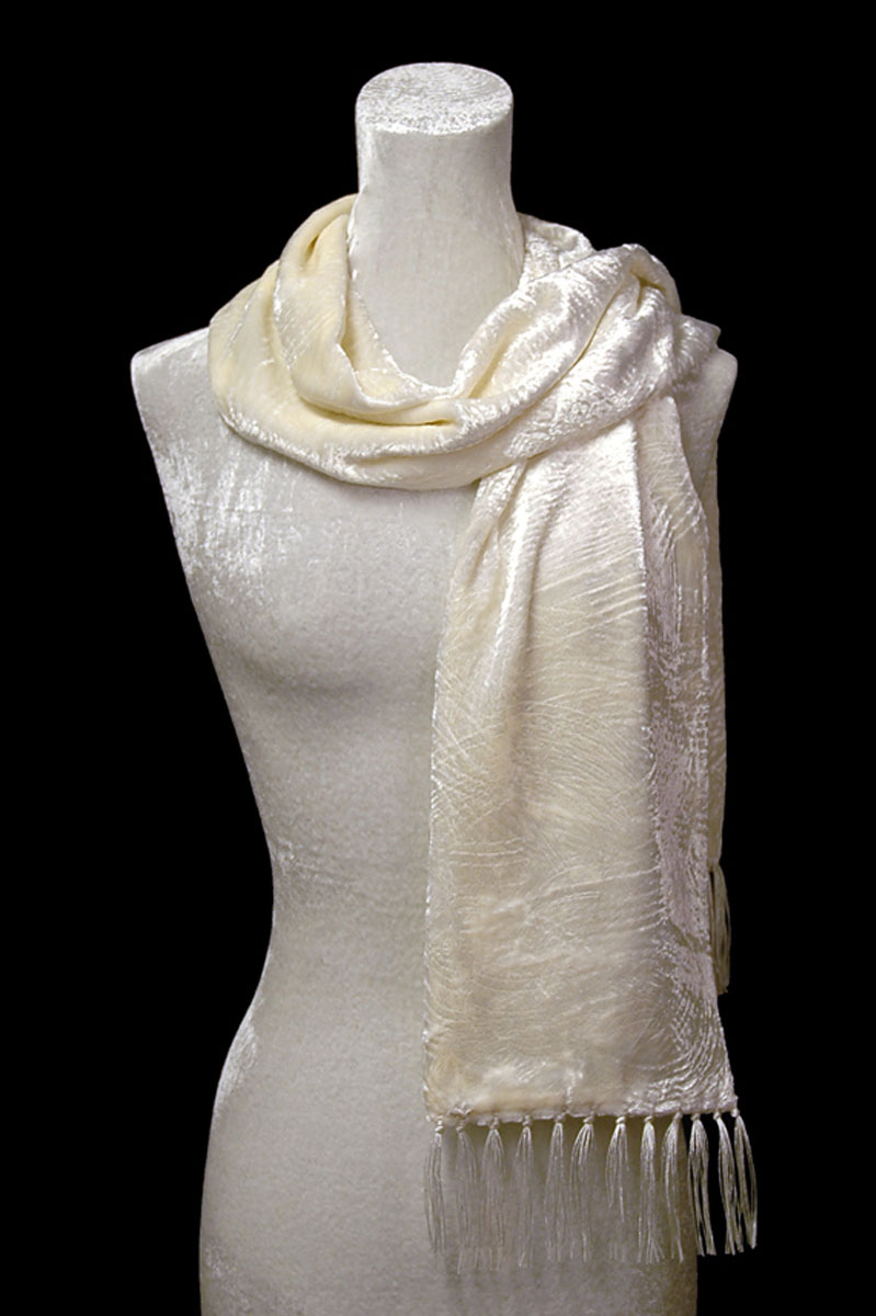Fortuny furrowed velvet scarf with fringes white