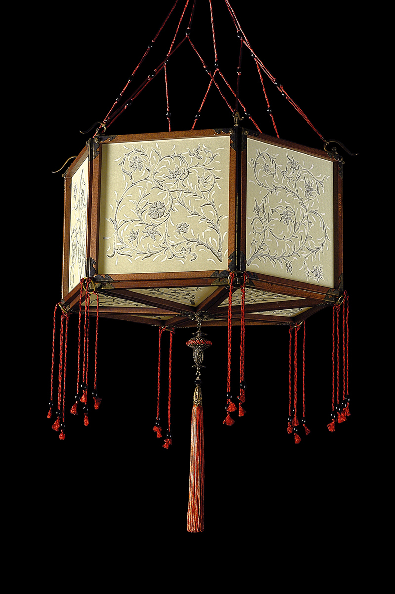 Fortuny Concubine Loto silk lamp with wooden structure