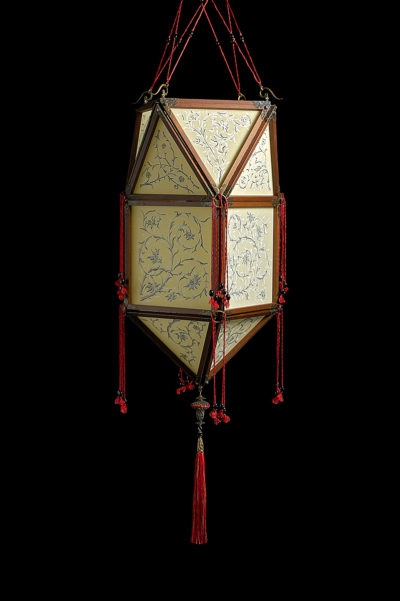 Fortuny Concubine Peonia silk lamp with wooden structure