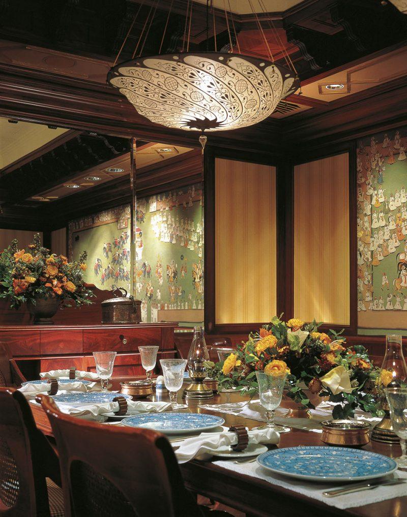 Fortuny Scudo Saraceno silk ivory classic lamp in restaurant