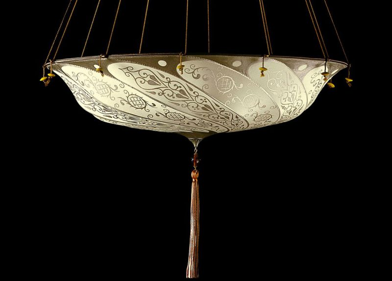 Fortuny Scudo Saraceno ivory Classic silk lamp side view