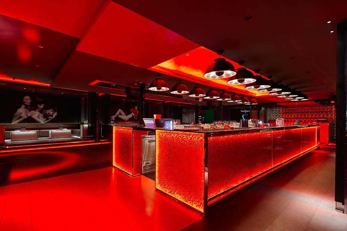 Bar Rouge in Shangai features Fortuny Studio 1907 Cupola lamps 4