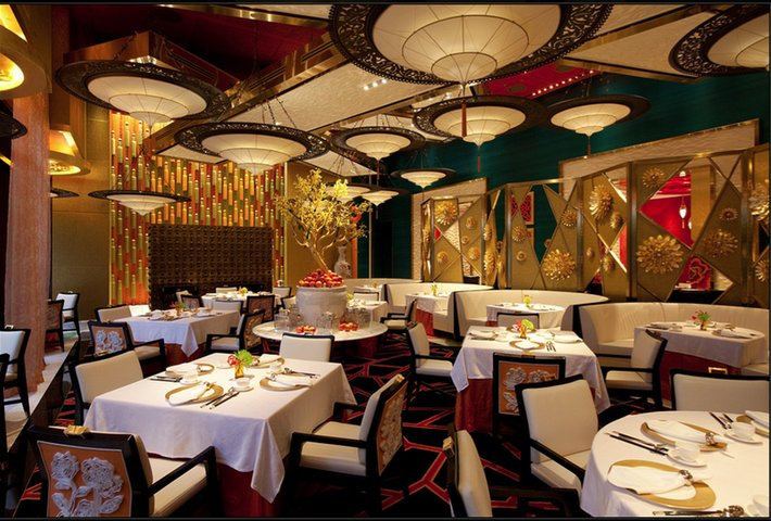 GOLDEN FLOWER Restaurant in China with Fortuny Lamps 3