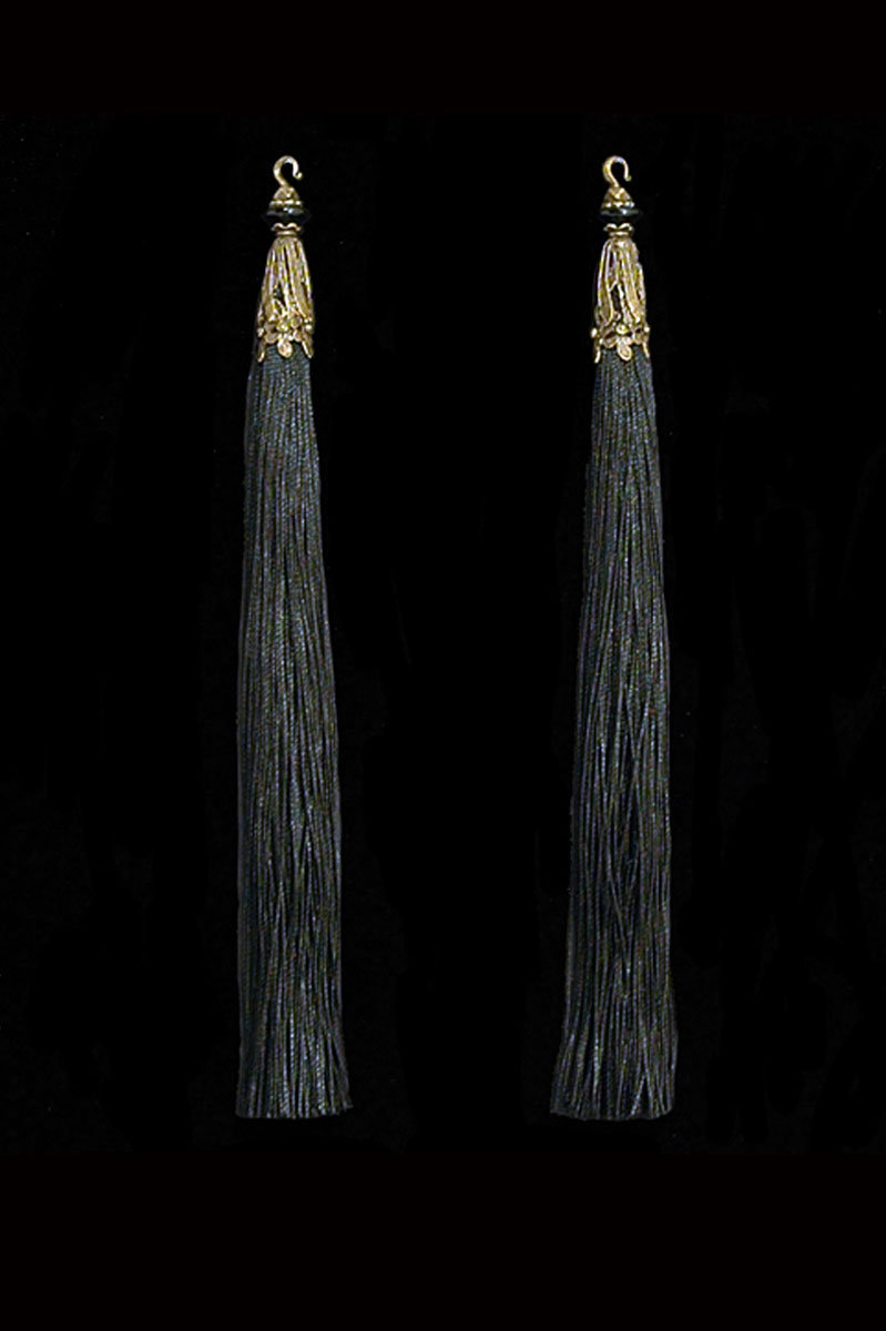 Venetia Studium couple of black hook tassels