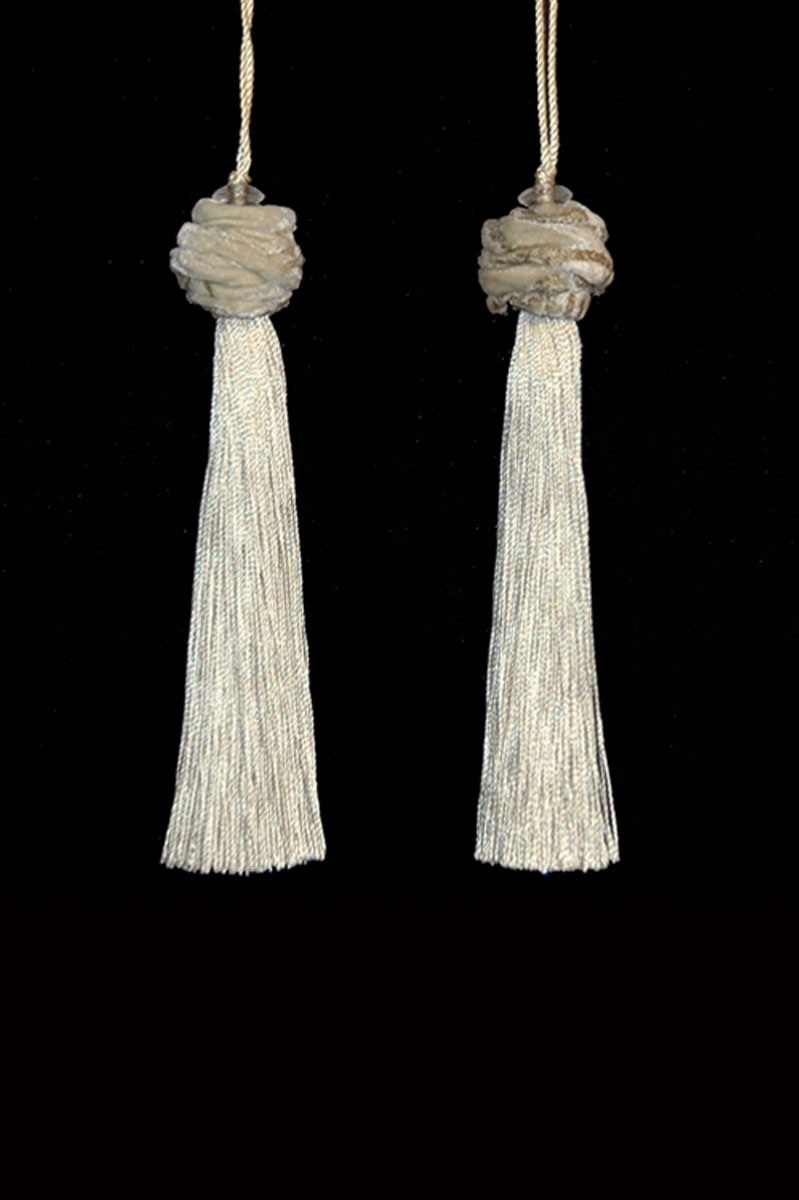 Venetia Studium Turbante couple of ivory key tassels