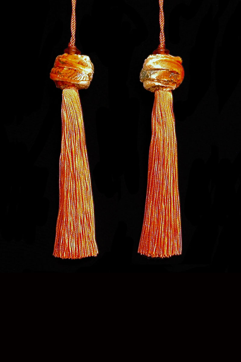 Venetia Studium Turbante couple of bright orange key tassels