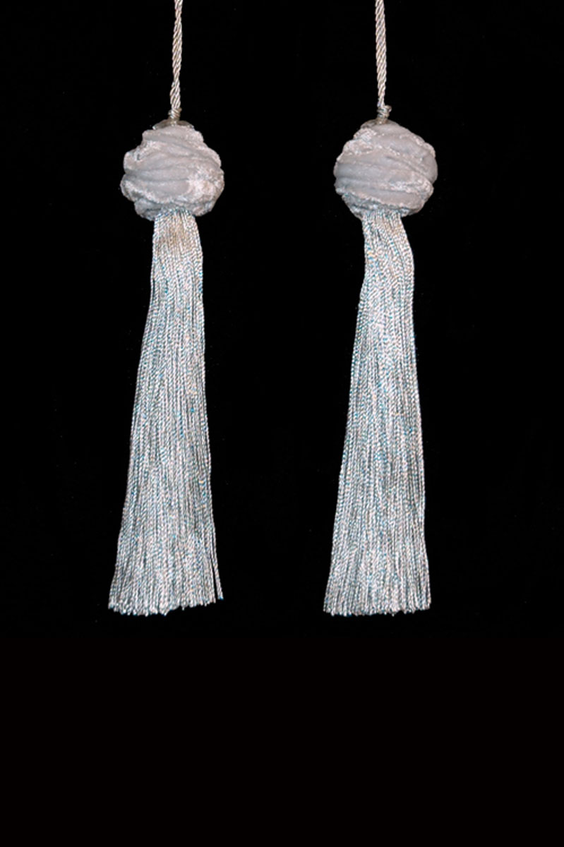 Venetia Studium Turbante couple of pearl grey key tassels