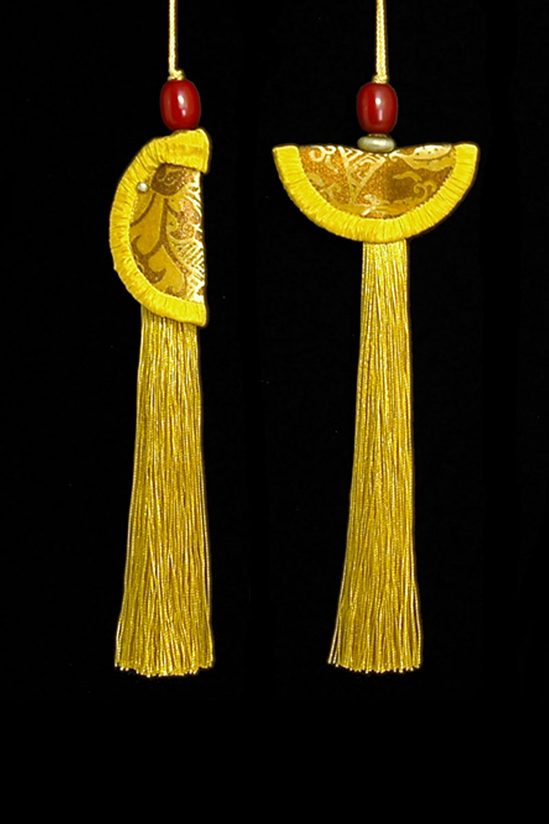 Venetia Studium couple of yellow gold Geisha & Samurai key tassels