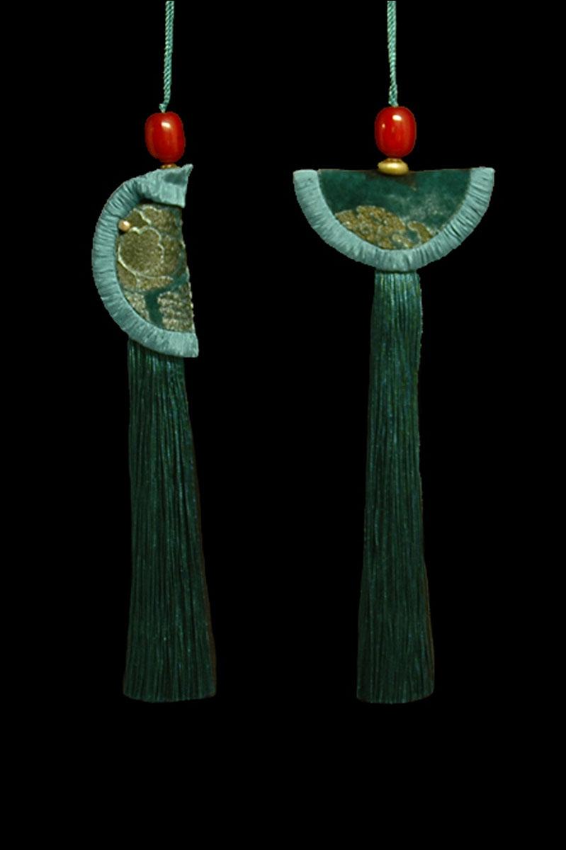 Venetia Studium couple of hornet green Geisha & Samurai key tassels