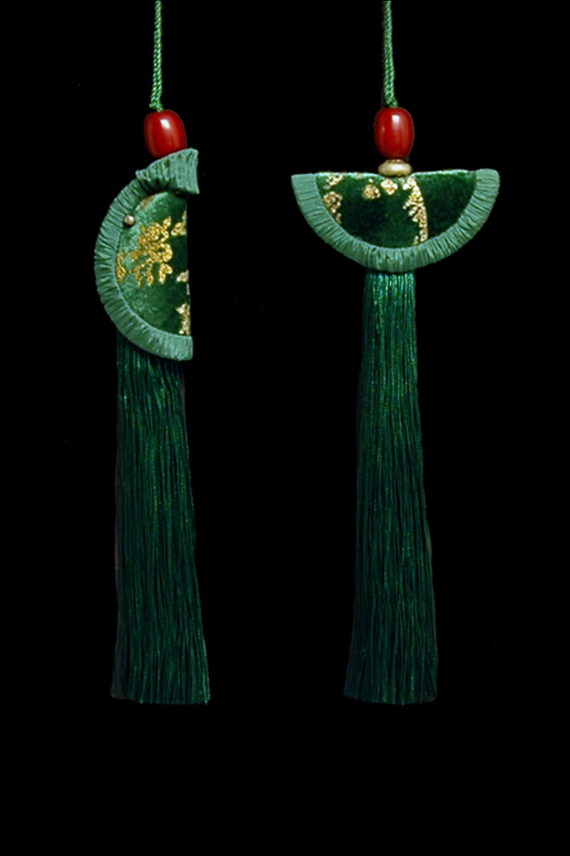 Venetia Studium couple of holly green Geisha & Samurai key tassels