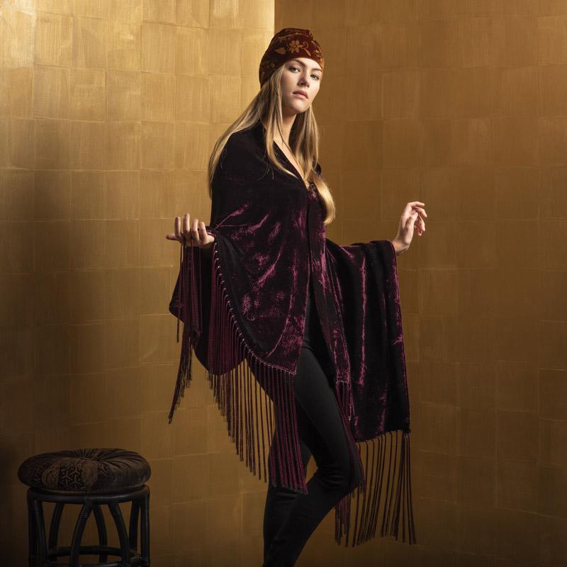 Furrowed velvet shawls with fringes