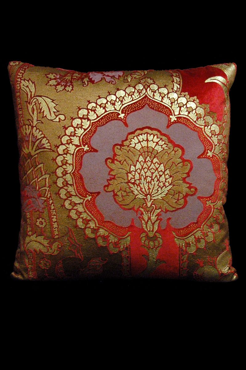 Venetia Studium San Gregorio red printed velvet square cushion