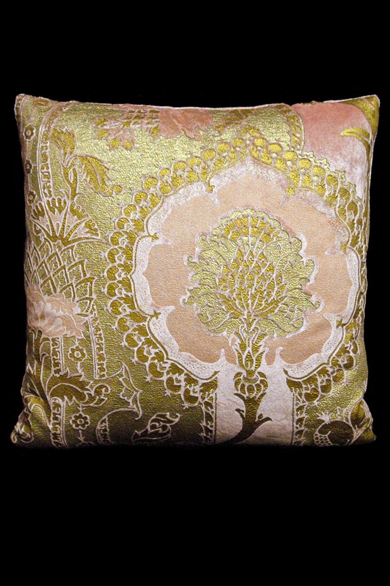 Venetia Studium San Gregorio pink printed velvet square cushion