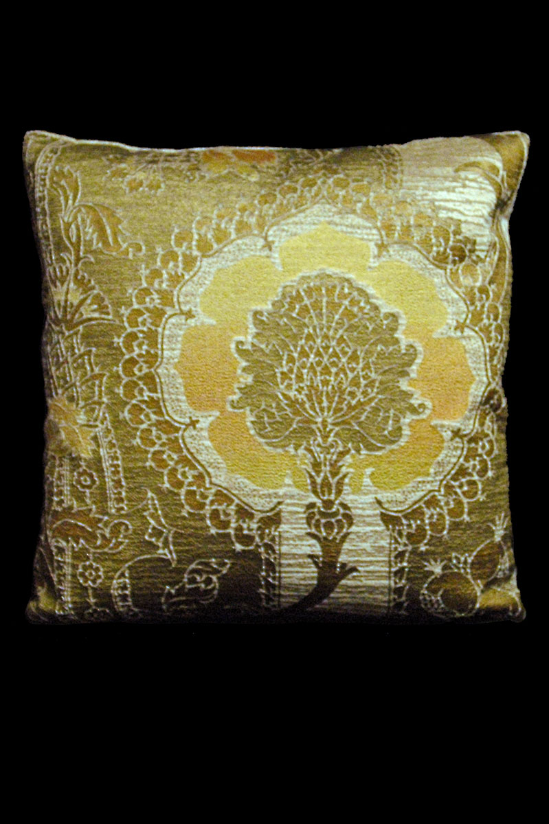 Venetia Studium San Gregorio beige-yellow printed velvet square cushion