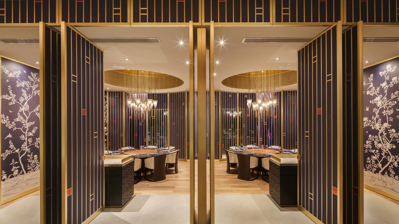 Four Seasons Hotel Kuwait with glass Cesendello pendant lamps
